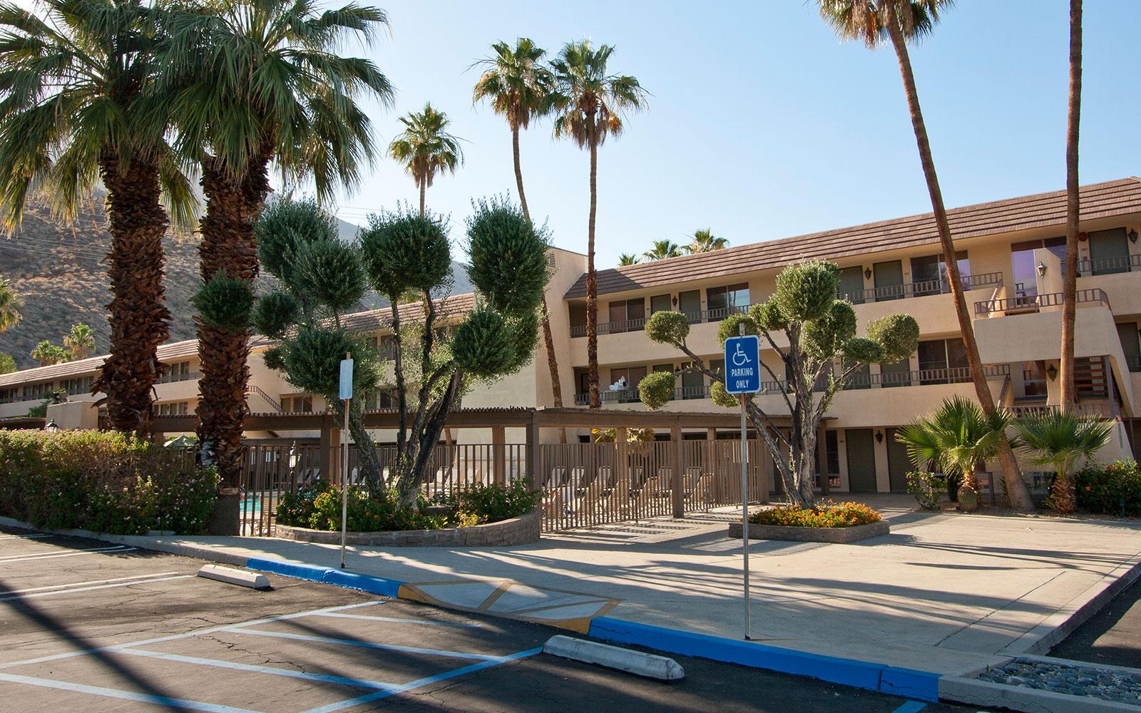 Hotel Near Downtown Palm Springs Vagabond Inn Palm Springs